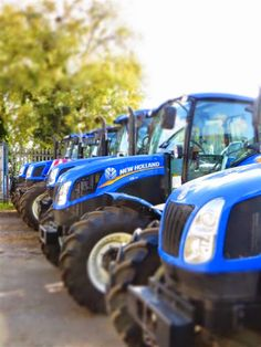 New Holland tractors in the yard at C&O Tractors, Blandford Forum, Dorset. New Holland Agriculture, Caterpillar Equipment, New Holland Tractor, Airplane Mode, Ford News, Sim, Farming, Fields, Monster Trucks