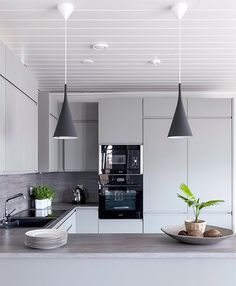 Modern Luxury Kitchens For A Grand Kitchen Kitchen Interior, Kitchen Inspirations, Grand Kitchen, Luxury Kitchens, Open Plan Kitchen Living Room, Kitchen Cabinets Decor, Home Kitchens, Tiny House Kitchen, Kitchen Renovation