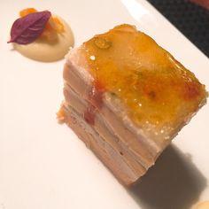 Milhojas de pollo en escabeche con foie y manzana caramelizada en #Restaurante El Lago. #gastronomia #food #malaga