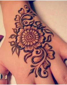 Mehndi become an art and culture. Mehndi is not famous only among women but also in kids. Mehndi Designs for Kids 2016 that you would love to try and will satisfy your kid :). Mehndi Designs For Kids, Mehndi Designs For Beginners, Latest Mehndi Designs, Bridal Mehndi Designs, Simple Mehndi Designs, Bridal Henna, Indian Bridal, Cute Henna Designs, Henna Flower Designs