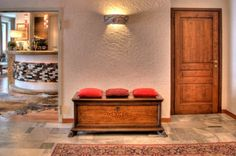 Cresta et Duc Hotel Courmayeur nel Courmayeur, Valle d'Aosta Storage, Inspiration, Motel, Furniture, Storage Bench, Hotel, Contemporary, Home Decor, Alpine Hotel