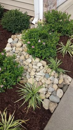 Stunning Front Yard Rock Garden Landscaping Ideas - Designing a front yard is usually about accessibility and invitation. We spend hardly any time in the front yard as opposed to the backyard, but it is. Landscaping With Rocks, Front Yard Landscaping, Backyard Landscaping, Easy Landscaping Ideas, Front Yard Landscape Design, Mulch Ideas, Hd Landscape, Landscaping Borders, Front Yards
