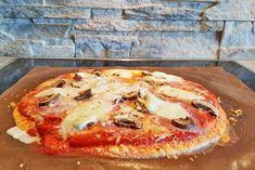 Eine Low Carb Pizza stillt die Lust auf Pizza absolut. Das Rezept ist frei von Kohlenhydraten und reich an Eiweiss.