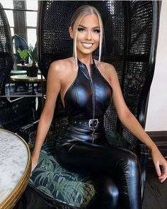 Sexy Latex, Wet Look Leggings, Leder Outfits, Bodysuit, Gorgeous Women, Beautiful, Leather Fashion, Leather Boots, Hot Girls