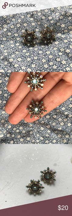 BETSEY JOHNSON SNOW FLAKE EARRING STUDS So sparkly and gorgeous! Betsey Johnson Jewelry Earrings