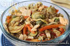 Sugestão de Salada de Lentilha com Legumes e Salmão para um #almoço fácil, saudável e delicioso.  #Receita aqui: http://www.gulosoesaudavel.com.br/2015/01/21/salada-lentilha-legumes-salmao/