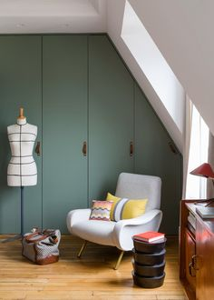Bedroom sitting area: I love the turquoise wardrobe doors with leather pulls. Bedroom sitting area: I love the turquoise wardrobe doors with leather pulls. Retro Apartment, Parisian Apartment, Loft Room, Bedroom Loft, Bed Room, Master Bedroom, Bedroom Furniture, Home Furniture, Furniture Ideas