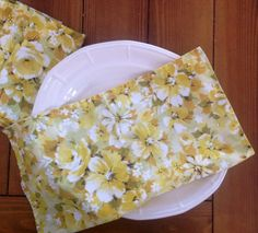 Set of 10 Vintage Cloth Dinner Napkins Yellow by MulfordCottage