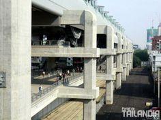Descubre la manera más espectacular de visitar las calles de Bangkok! Te atreves a hacer Parkour por ellas? http://www.portaldetailandia.com/parkour-por-las-calles-de-bangkok/ กรุงเทพมหานคร (Bangkok)