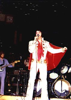"April 6, 1972  Elvis performed at the Olympia Stadium, Detroit, Michigan at 8:30 p.m. The crowd was 16216 and Elvis wore the ""White pinwheel"" suit with the Lion head belt and red cape."