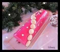 me br? Christmas Goodies, Christmas Desserts, Lorraine, Biscuit Decoration, Baking Recipes, Dessert Recipes, Glaze For Cake, Desserts With Biscuits, Yule Log