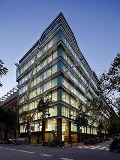 OFFICES BUILDING IN BARCELONA by Octavio Mestre Arquitectos