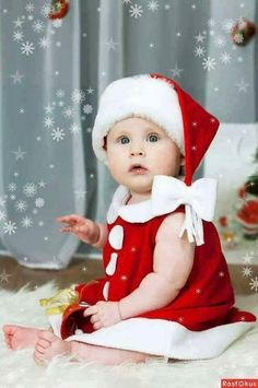 Santa Baby Little Babies, Cute Babies, Walking In The Rain, Cute Baby Pictures, Christmas Morning, Merry Christmas, Santa Baby, Children Photography, Cute Kids