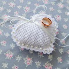подушечка для колец вязаная крючком - Поиск в Google Crochet Rings, Ring Pillows, Ring Pillow Wedding, Crochet Wedding, Flower Girl Basket, Wedding Crafts, Love Heart, Bridal Accessories, Wedding Planner