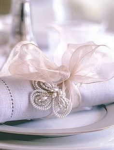 Looks So Elegant. Yet, I think I might be able to DIY the pretty napkin ring with thin wire and some of my beads. Oh fun, new project!