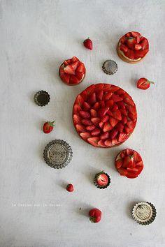 tart010 Tarte aux fraises (pâte sablée,aux amandes, crème légère à la vanille et fraises)