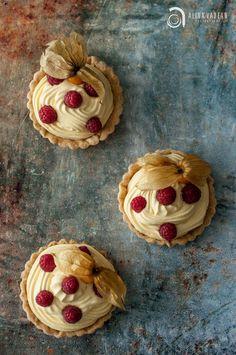 Passion Fruit Tart Food Photographer & Stylist: Alina Vadean >> http://www.theardesignstudio.com
