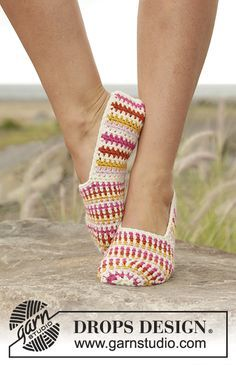 """Tropical Steps - DROPS slippers with stripes in """"Lima"""". - Free pattern by DROPS Design (Step Design Crafts) Crochet Diy, Crochet Amigurumi, Crochet Boots, Crochet Woman, Crochet Slippers, Crochet Clothes, Drops Design, Knitting Patterns Free, Crochet Patterns"""