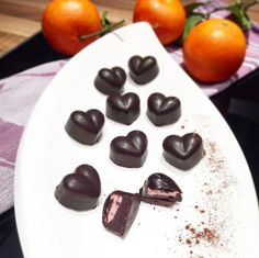 Egal, ob Muttertag oder Valentinstag, diese Low Carb Pralinen kommen immer gut an. Du brauchst dafür auch nur diese sechs Zutaten - Rezept und mehr Abnehmtipps auf www.mybodyartist.de!