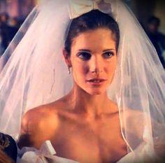 La robe de mariée de Stephanie Seymour dans le clip November Rain http://www.vogue.fr/mariage/inspirations/diaporama/les-robes-de-mariee-dans-les-clips-de-musique/19923/image/1041772#!les-robes-de-mariee-dans-les-clips-november-rain-stephanie-seymour