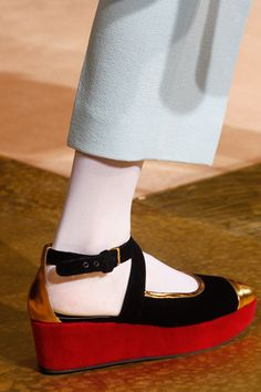 Marni Fall 2012: 40s-inflected brothel creeper. Hope these find their way to the high street!