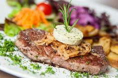 Steak lovers, it's time to pick out what your favourite steak place is. What is the best steak place in KL to you? Steak Places, Diet Ketogenik, Best Steakhouse, Beef Steak Recipes, Getting Hungry, Food Industry, Nutrition Tips, Eating Habits, Healthy Recipes