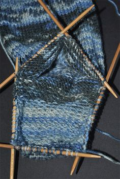 Take a moment to look at your sock Knitting There are several models that yo. Take a moment to look at your sock Knitting There are several models that you can apply in knit Knitted Socks Free Pattern, Knitting Patterns Free, Free Knitting, Knitting Socks, Baby Knitting, Crochet Patterns, Knit Socks, Crochet Shoes, Knit Crochet