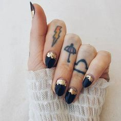 Black & Gold ☄ TY @painted_lolly for the most f'in awesome nails!!!
