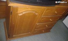 Eladó Fiókos és polcos szekrény: Minden háztartásba kell egy ilyen polcot és fiókokat tartalmazó, remek állapotban lévő, jól záródó, klasszikus szekrény.  Méretei: - 93,5 cm széles - 39,5 cm mély - 74,5 cm magas