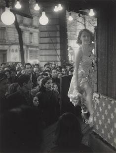Wanda Paris by Brassaï August Sander, Stanley Kubrick, Vintage Photography, Street Photography, Inspiring Photography, Film Photography, Madonna, Circus Acts, The Magnificent Seven