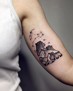Beautiful Surrealist Double-Exposure Tattoos Mash Up People, Architecture & Nature - KickAss Things Mama Tattoos, Family Tattoos, Line Tattoos, Cool Tattoos, Tatoos, Tattoo For Son, Tattoos For Daughters, Tattoos For Your Son, Baby Bear Tattoo