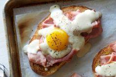 """<p id=""""obi_random_banners_posts"""" class=""""obi_random_banners_posts""""><p>Please enter banners and links.</p></p><p>Deliciosas y crujientes tostadas de pan acompañada con huevo en una cama de jamón ahumado. Sazonadas con una pizca de sal y pimienta para darte ese toque de sabor. Este tipo de preparación es Ideal para servir en el desayuno.</p>"""