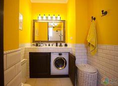 Желтая ванная, отделка плиткой кабанчик