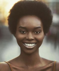 Useful Tips For Caring For Your Hair. You must comprehend what potentially damages your hair if you desire to have great hair. Cabello Afro Natural, Pelo Natural, Natural Skin, Natural Beauty, Beautiful Dark Skinned Women, My Black Is Beautiful, Dark Skin Beauty, Hair Beauty, Black Beauty