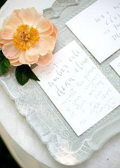 Hochzeitsdeko mit Pfingstrosen | Friedatheres.com  peonie gardenwedding  Fotos: The Daily Dose Styling, Props & Konzeption: Lovely Weddings Florals: Flower Up Calligraphy: Milia Ink Cake: Cake Shop