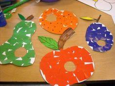 Fruit beplakken met stukjes papier