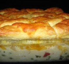 CREAMED CHICKEN AND BISCUITS CASSEROLE - Ingredients 1 small onion 1 teaspoons butter 2 lbs chopped cooked chicken breasts or 2 lbs boneless skinless chicken thighs 1 ounce) can cream of chicken soup cup mayonnaise 1 cup milk cup chopped pimiento or … Chicken Biscuit Casserole, Chicken And Biscuits, Canned Biscuits, Quick Biscuits, Flaky Biscuits, I Love Food, Good Food, Yummy Food, Tarte Caramel