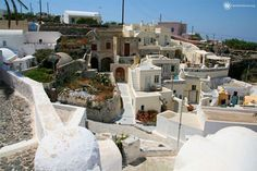 Finikia is a picturesque village which is located on Santorini, the most famous Cycladic island. This place is very well known for the churches, the white house Oia Santorini, White Houses, Greek Islands, Tour Guide, Greece, Dolores Park, The Neighbourhood, Tours, Mansions