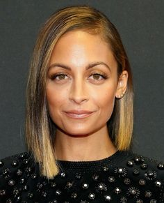 On the lookout for Nicole Richie newest hairstyles? Take a look at this gallery! Discover The Hair Evolution Of Nicole Richie right here, together with lengthy hairstyles, brief cuts, and medium hair, Medium Hair Cuts, Short Hair Cuts For Women, Medium Hair Styles, Short Hair Styles, Medium Curls, Ombre Bob, Ombre Hair Color, Daily Hairstyles, Wig Hairstyles
