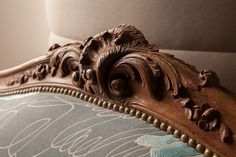 Refection canape Wood Carving Art, Wood Art, Georgian Furniture, Living Room Sofa, Dining Room, Classic Sofa, Acanthus, Woodworking, Sculpture