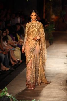 Sabyasachi 2013 Collection Gold Sequin Embellished Light Pink #Saree. Image: Dwaipayan Mazumdar/Vogue.