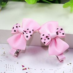 Hair Accessories A pair of boutique hairclips in pink grosgrain bows with dotted bow on top. Material: Cross Grain Ribbon, Metal Clip Condition: New with Tag Item Baby Girl Bows, Girls Bows, Ribbon Hair Bows, Diy Hair Bows, Ribbon Art, Ribbon Crafts, Ribbon Flower, Barrettes, Hairbows