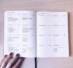 Loving how minimal this bullet journal is. Staying away from too much detail makes it easier to stick to the habit of journaling every day! Bullet Journal First Page, Planner Bullet Journal, Organization Bullet Journal, Bullet Journal Notebook, Bullet Journal Spread, Bullet Journal Layout, Bullet Journal Inspiration, Organizer Planner, Bullet Journals