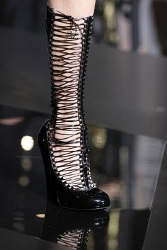 Louis Vuitton Fall 2011 Ready-to-Wear - Details - Gallery - Style.com