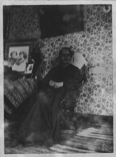 A collection of creepy and scary pics that will give you nightmares! Creepy Images, Creepy Pictures, Dark Pictures, Creepy Art, Creepy Ghost, Photo Halloween, Vintage Halloween, Creepy Halloween, Arte Horror