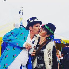 festival love - Chilled in a Field