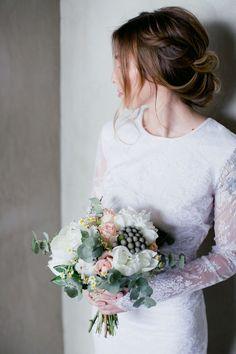 Hochsteckfrisuren als Alleskönner unter den Brautfrisuren - Was deine  Brautfrisur über den Stil eurer Hochzeit verrät f2c27f4384