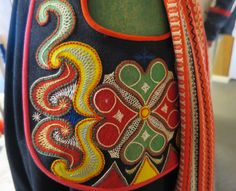 Herringbone stitch (flätsöm) on detail of a Leksand folk costume