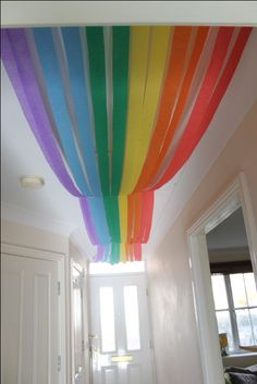 Wizard of oz party – Rainbow crepe paper streamers – - New Deko Sites Streamer Decorations, Rainbow Party Decorations, Rainbow Parties, Birthday Party Decorations, Decorating With Streamers, Streamer Ideas, Classroom Ceiling Decorations, Beard Decorations, Crepe Paper Decorations