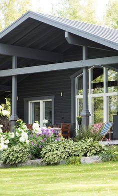 Upeat mökkipihat – katso parhaat ideat   Meillä kotona Pergola, Outdoor Structures, Outdoor Decor, Home Decor, Homemade Home Decor, Arbors, Decoration Home, Interior Decorating